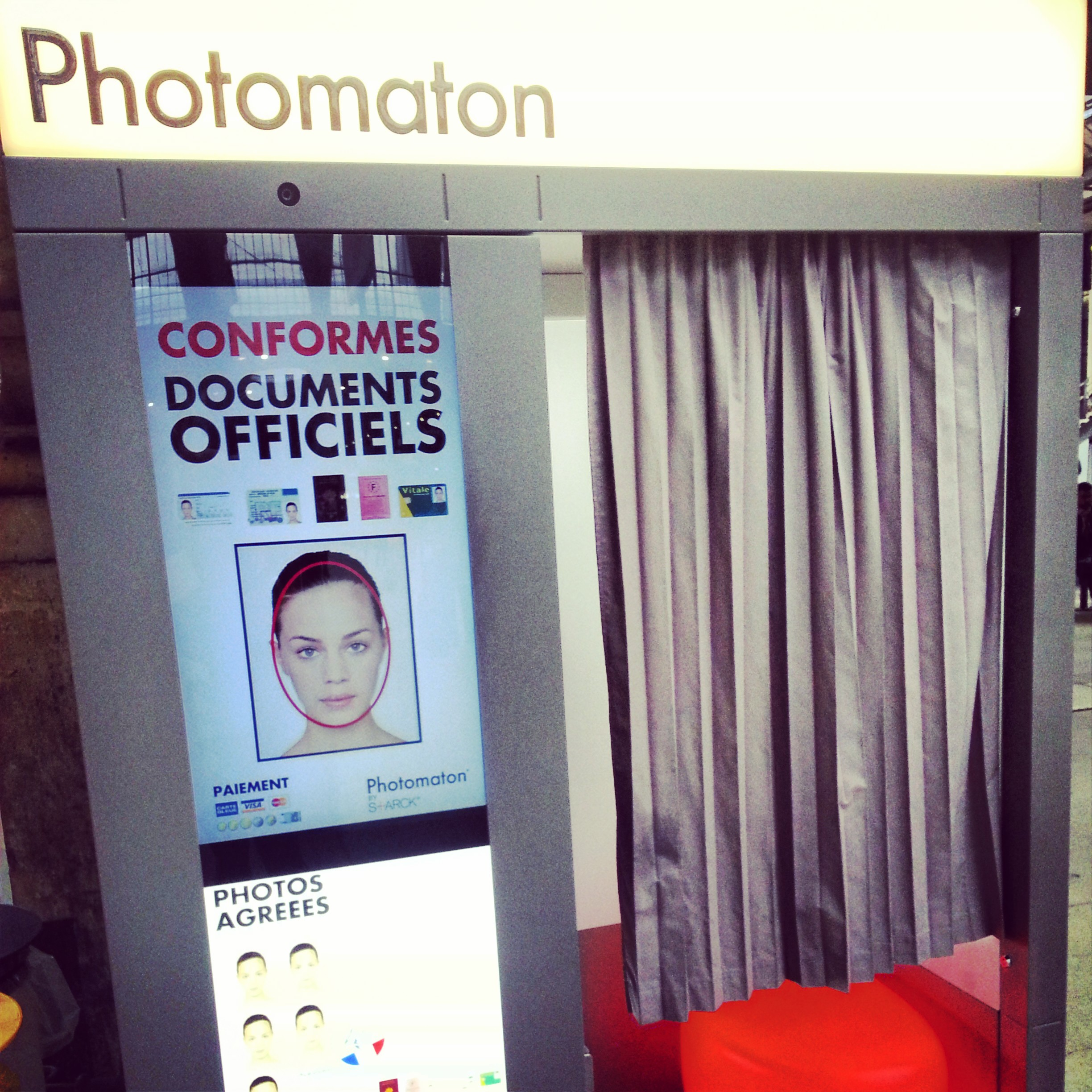 Photo booth in Gare du Nord