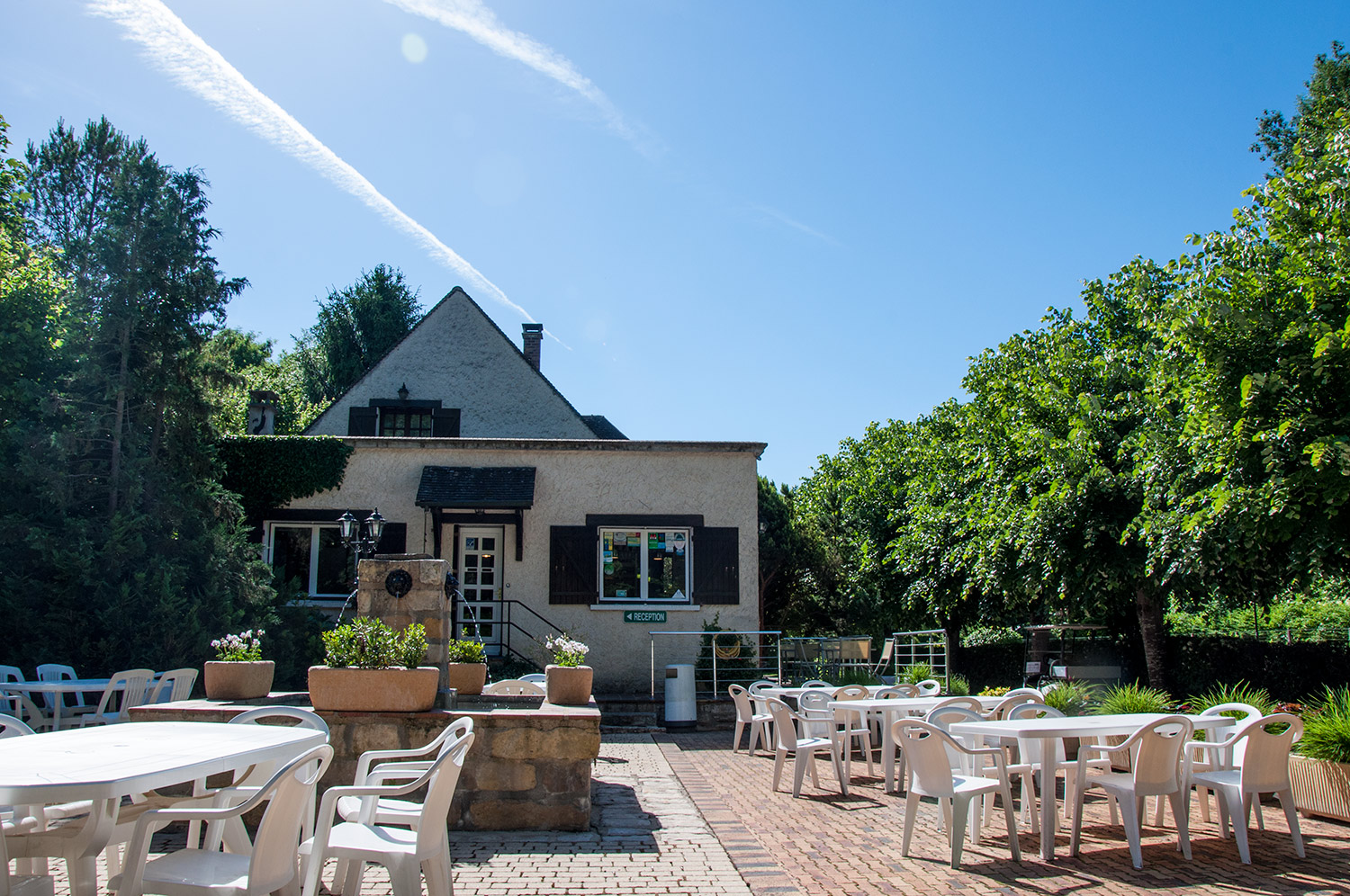 Les Courtilles du Lido reception & cafe