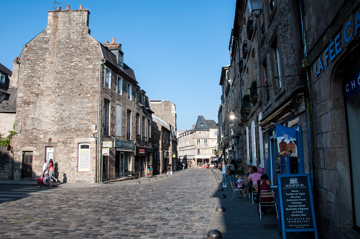 Walking the streets of Dinan
