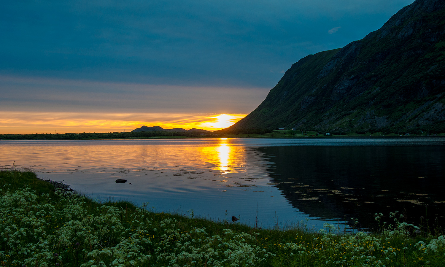 Midnight sun from Stranden Camp in Vestvågøy